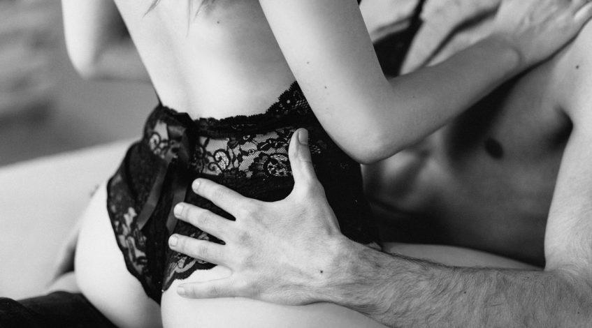 Vibraator aitab sul jõuda orgasmini üpris kiiresti kui võtad ette iseendaga tegelemisega. Kuid vibraator ei ole mõeldud ainult sulle üksinda lõbutsemiseks. Võta oma mängukaaslane järgmine kord voodisse päris kaaslase juurde seltsi ja avastage koos selle vibreerivaid võimalusi. Usu mind, järgmine kord toob su mees ise kolmanda seltsilise voodisse!